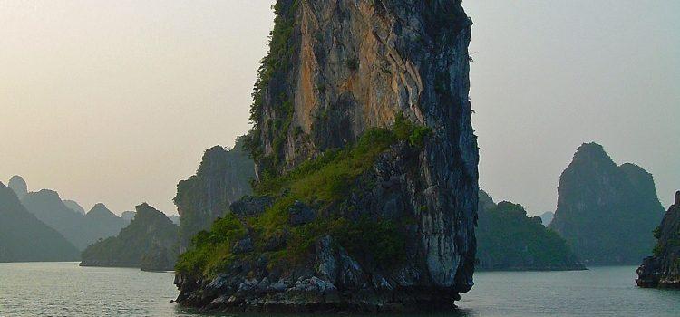 Ha Long Bay boat sailing