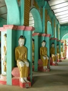 temple with rows of identical Buddhas