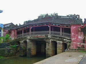 places of interest in Hoi An: the Japanese bridge