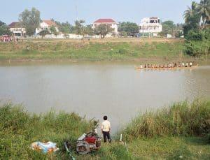 river trip to Battambang: boat race preparation at Sangkae river