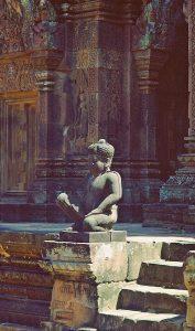 guardian statue at Banteay Srei temple