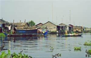 passing a fishing village during river trip to Battambang