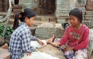 girls throwing dice at Wat Banan