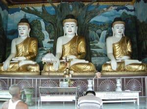3 Buddhas at Shwemawdaw pagoda