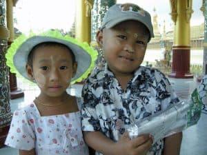 brother and sister at_Shwemawdaw pagoda Bago