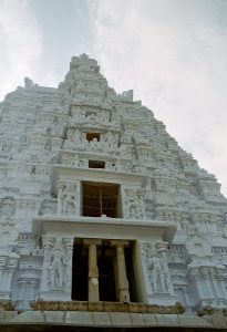 unpainted temple at Srirangam