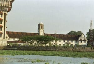 chill out by the sea: colonial warehouse at Fort Cochin